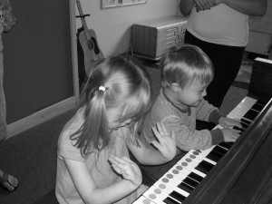 Kids at piano[1]